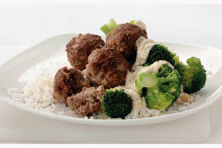Kijk wat een lekker recept ik heb gevonden op Allerhande! Pepertartaarballetjes met rijst en broccoli