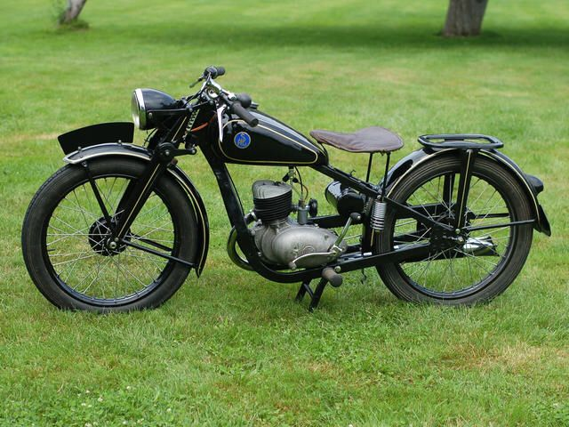 """A Polish SHL M04 """"kielecki"""" version - built by Huta Ludwików in Kielce. M04 was built in Huta Ludwików (Ludwików Steelworks) from 1949 to 1951. The motorcycle was fitted with two-stroke, one-cylinder """"S01"""" engine, manufactured by PZL Psie Pole in Wrocław both for SHL and for Sokół motorcycles. The engine displacement was 123cc, and power output was 4HP at 4250 rpm. M04 had three gears."""