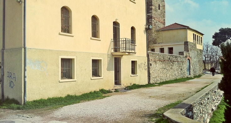 Another beautiful corner of the Eptapyrgio fortress, which with the addition of the newer buildings, was used as a prison for almost a hundred years. (Walking Thessaloniki, Route 08 - Seven Towers)