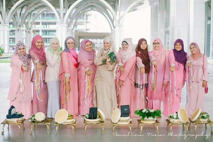 Malay bride & bridesmaids
