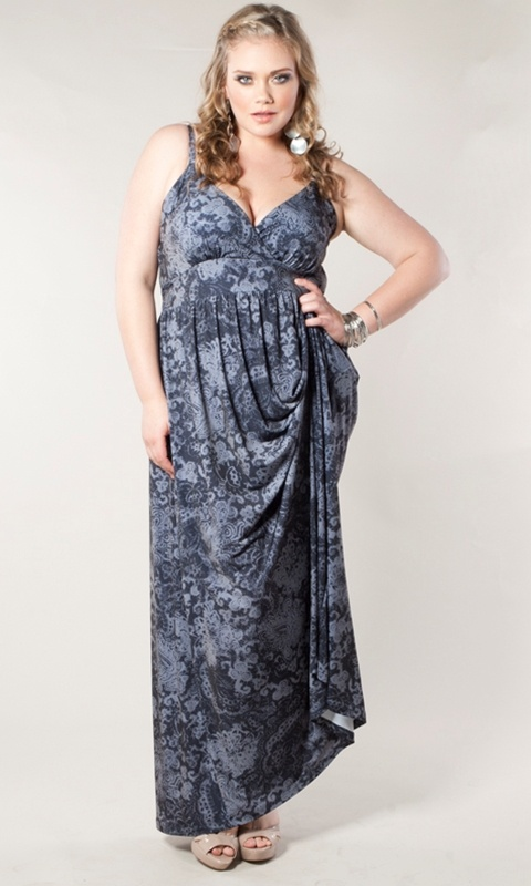 A chic, vintage-style plus size maxi dress with adjustable straps that's perfect all year round! The classic, figure-flattering shape together with it's unique, vintage-style print make this a must-have for any wardrobe.