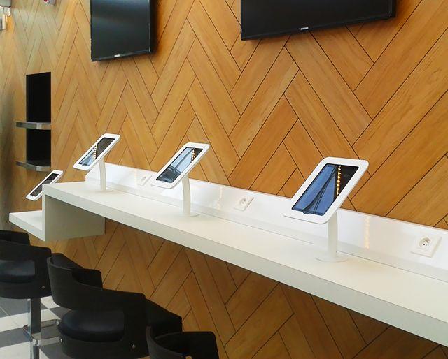 iPads in the new Gare de Lyon (Paris train station) terminal / iPads dans la verrière de la Gare de Lyon, Paris