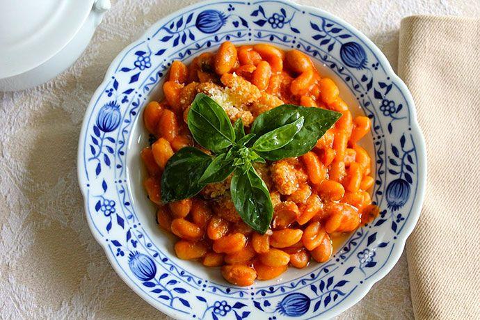 Pisarei e Faso è un piatto antico piacentino P.A.T. fatto di gnocchetti di pane con sugo di fagioli. Ecco cosa sono, ricetta originale, storia, calorie.