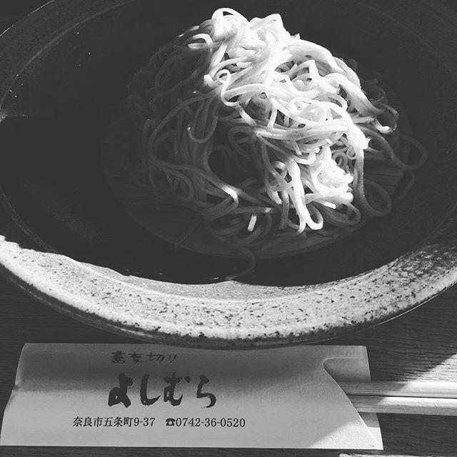 【hayashitokeiho】さんのInstagramの写真をピンしています。《【食道楽夢録】昨日お蕎麦を食べたのに又すぐ食べたい今日この頃〆(ノ_<)我ながら困ったものデス(笑)ちょうど#唐招提寺#薬師寺 を繋ぐ中間ぐらいにお店を構えておられます✨#蕎麦切りよしむら さん✨#十割蕎麦 の看板に誘われてフラッと入店したのですが…当たりでした❣️閉店間際だったにも関わらず嫌な顔もせずご案内して下さり☞お昼のセットもメニュー内容を少しアレンジしご対応下さいました☞ソバは細く軽めの口当たりコシもあるので食べ応えは充分でした〝十割=太め〟という固定観念を良い意味で覆されましたネ#胡麻豆腐#天ぷら#押し寿司 etcも美味しゅうございました#ごちそうさまです #三重県#津市#林#親父#時計屋#休日の過ごし方#ランチ#昼ごはん#そば#ソバ#蕎麦#お蕎麦#ざるそば#ざる蕎麦#大好き#奈良#西ノ京#奈良散歩#グルメ#食道楽#寺社仏閣巡り》