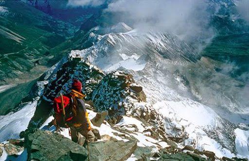 Der Großglockner - mit 3.798 m Österreichs höchster Berg - kann auch beim Alpe-Adria-Trail Start auf der Kaiser-Franz-Josefs-Höhe (2.369 m) bewundert werden.   #wandern #weitwandern #weitwanderwege #alpeadriatrail #trekking #grossglockner (c) Bild: Glockner Aufstieg - ®GRAFIKZLOEBL.