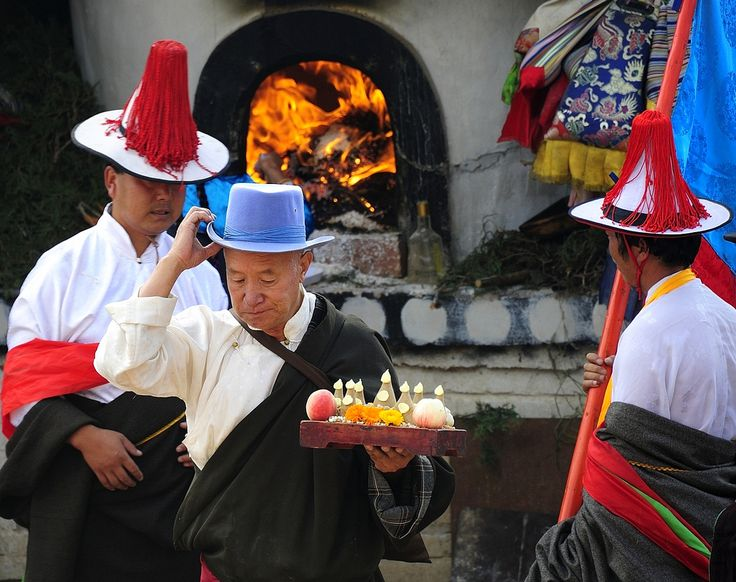 Showing devotion and gratitude, Tibet 2012 | by reurinkjan