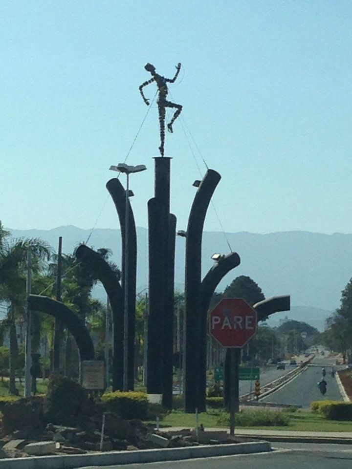 Monumento à João do Pulo em Pindamonhangaba, SP