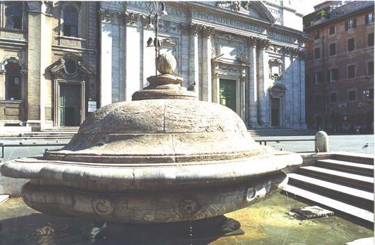 fontana della terrina in piazza della chiesa nuova