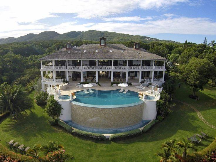 Villa Flower Hill is buitengewone luxe vakantievilla met privé zwembad in Jamaica, geschikt voor maximaal 12gasten in 6 unieke ingerichte slaapkamers