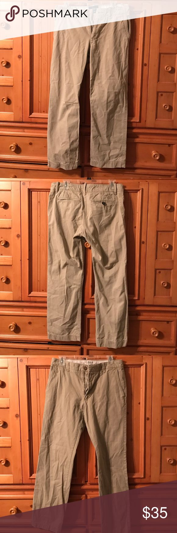 Pair of Men's kaki jeans IZOD and American eagle In wonderful condition. They've been worn only a few times. Sorry did not have time to iron,but will iron before bought. American Eagle Outfitters Pants Cargo