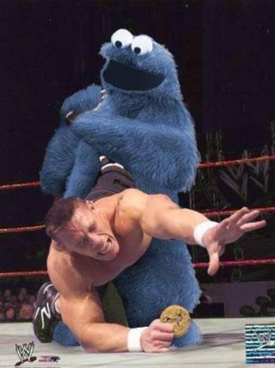 El enemigo más duro de John Cena...Ante todos/todas ustedes...El legendario...la Leyenda...Triqui...el monstruo de las galletas...