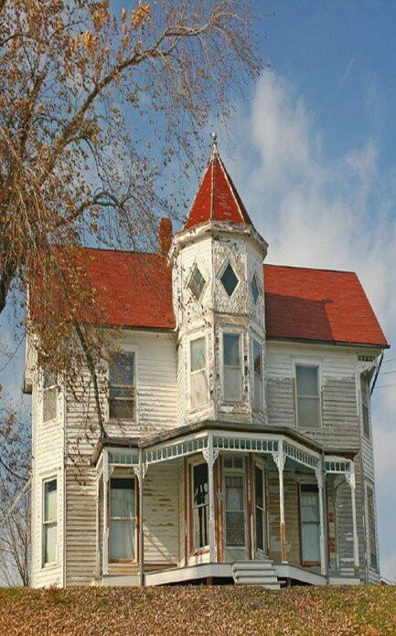 Look at the left upstairs window!  Haunted?