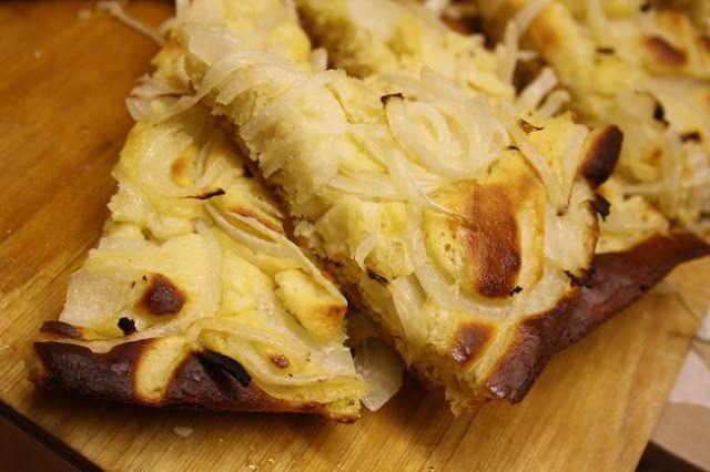 Dolci peccati di gola: Pizza di farina di ceci e cipolle.