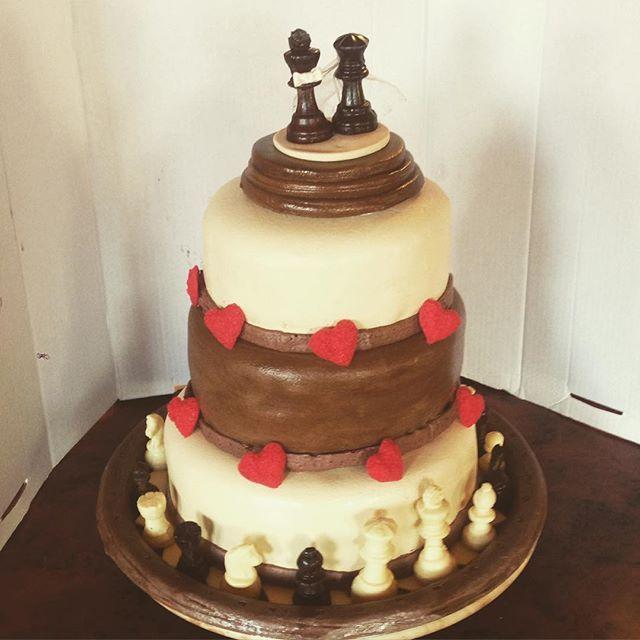 #bryllupskake #sjakk #chess #kake #bake #søtesaker#sjokolade#instacake ##sjokolade  #cakedecorating #kakekrigen  #gmnwenche##cognac #magnuskarlsen #Carlsen #brodogkorn#bakemag #f52grams #slikkepott #eltekroken#nrksjakk