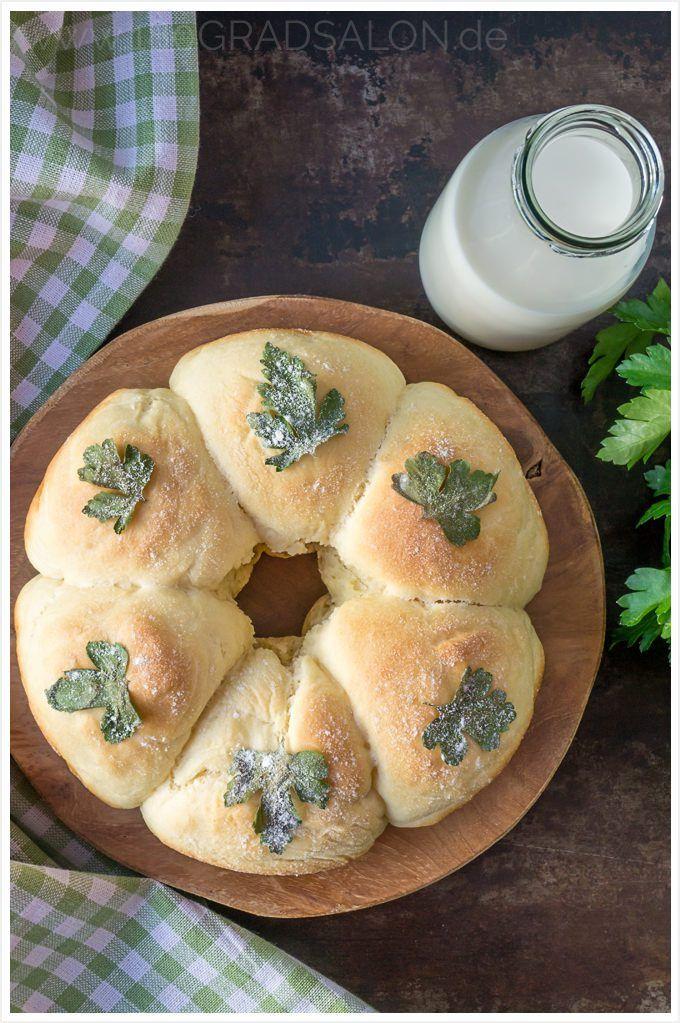 Rezept Milchbrötchen Kranz mit Petersilie Geschenk zur Petersilienhochzeit Liste der Ehejubiläen 180 gard salon