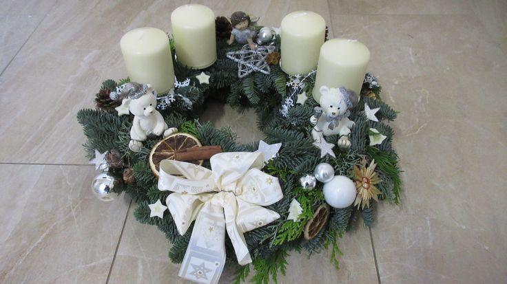 Adventskranz weihnachtskranz wei silber mit engel und for Kindergottesdienst weihnachten ideen