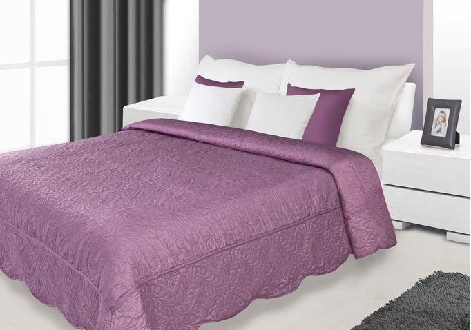 Fialový přehoz na postel s prošívaným motivem