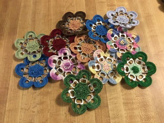 Who loves flowers?  Who loves pop / soda?  Who loves recycling?  I love all of the above.  There is so much pop drank in my house and i wanted to do something with the tabs besides donating them.  I took 6 pop tabs and some crochet thread and got started.  I have the following ready for