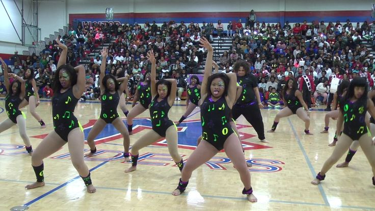 Loyalty Dance Team Ent Presents The War Zone Part II Performances TOO MUCH DANCE MAJORETTE - YouTube