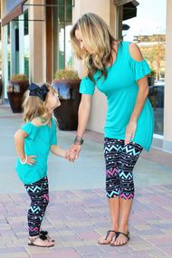 Mommy & me women's pink & turquoise zigzag capri leggings