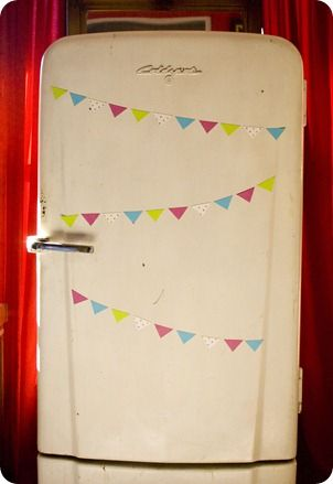 Magnetic bunting diy by Hickety Pickety. Change to numbered bunting for countdown. Love the fridge :)