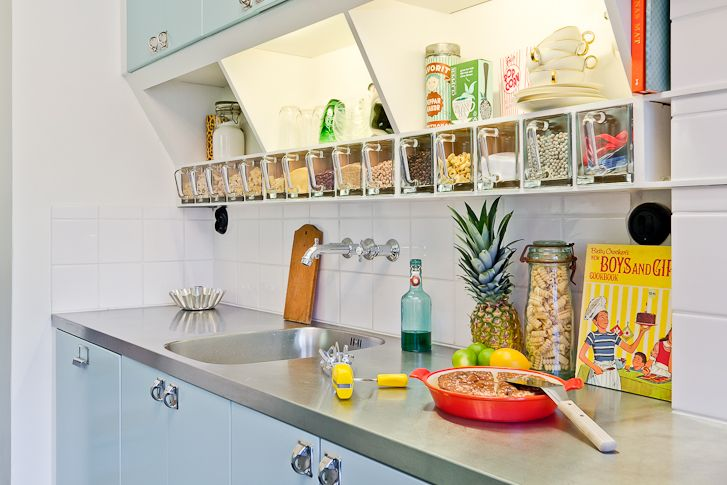 50'ies kitchen with glass drawers like theese…