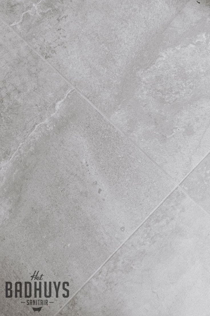 Lichtgrijze keramische tegel met wassing | Het Badhuys Breda