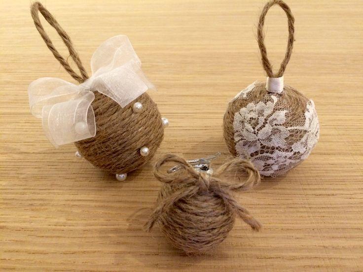 Palline realizzate con corda, pizzo e perle