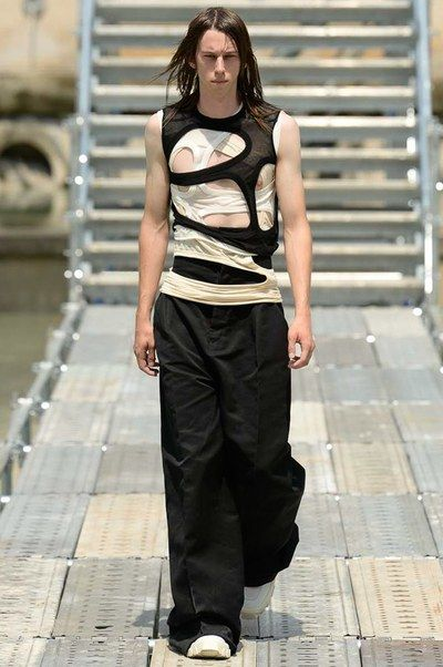 See the complete Rick Owens Spring 2018 Menswear collection.