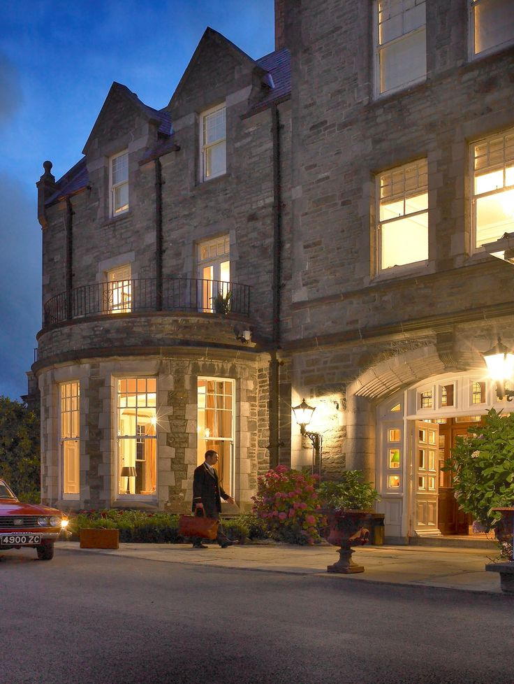 This luxurious hotel is hidden in Kenmare Bay and has welcomed guests for hundreds of years