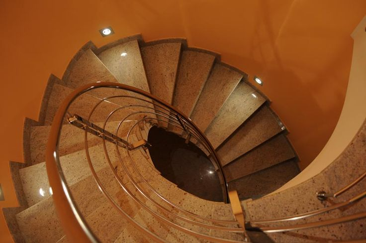 Pi di 25 fantastiche idee su illuminazione di scale su for Planimetrie delle scale curve