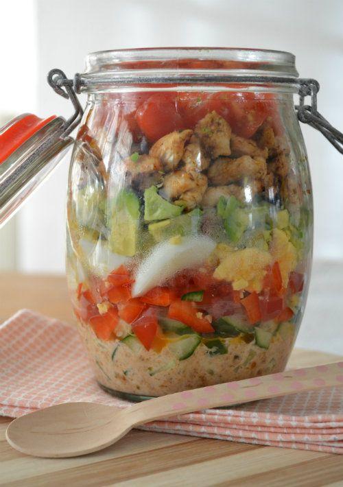 Super makkelijke salade to go! Alles in een pot, pot dicht en meenemen maar! Leuk voor een picknick, maar ook lekker voor naar het werk!
