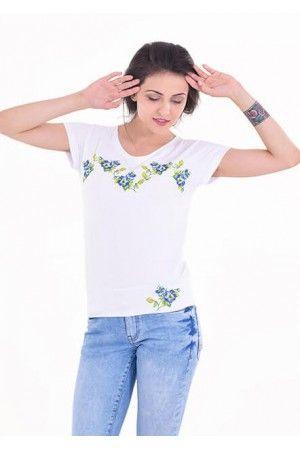 Елегантна біла футболка. Модель прикрашено вишивкою в синій гамі. Убрання  підкреслить ваш стиль и c69e2be211334