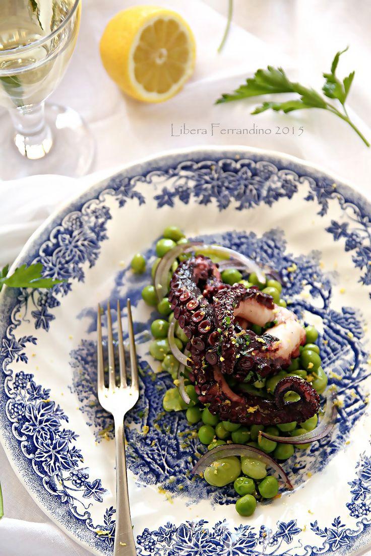 Insalata di polpo in vinaigrette con piselli e fave. Ricetta gluten-free