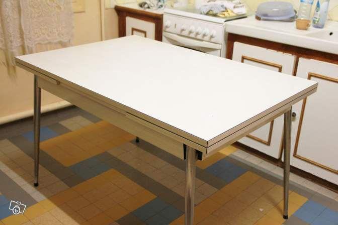 Prix: 25 € Ville : Bouafle Code postal : 78410  Simulez votre crédit Description : Table formica Table formica blanche vintage des ...