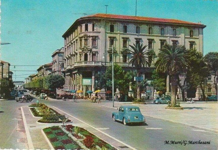 Piazza Salotto a Pescara quando era bella....non ora