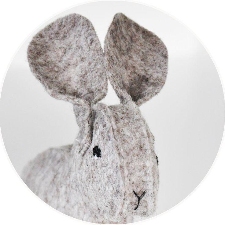 Working on a #tutorial of mini mr. Jabb. So you can make your own mini mr. Jabb. Soon available in my @etsy Shop (link in bio). #handmade #handmadewithlove #etsy #etsynl #doityourself #handwerken #vilt #wol #wool #felted #rabbit #animal #soft #toy #kidsroom #designed #bsofies #feltartist #designedbybsofies #cute #sweet #love #instagood #instamood #instafeeling