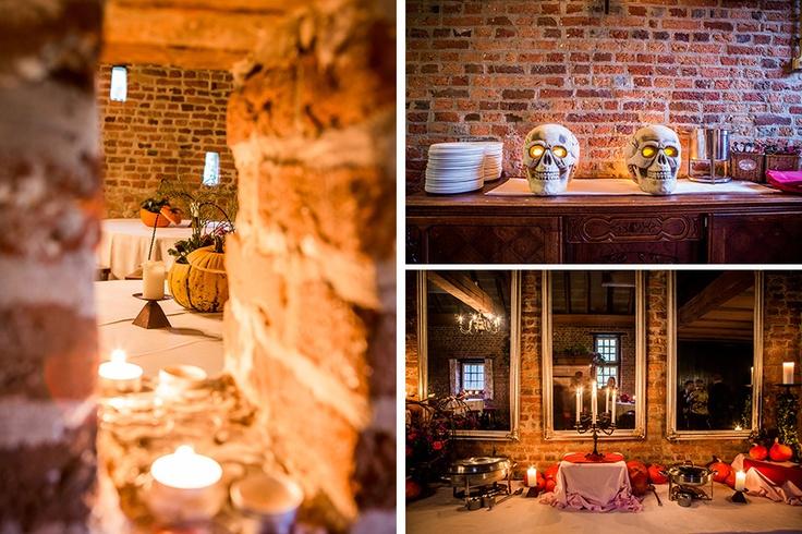 Rustieke locatie met Halloween details #bruidsfotograaf #bruidsfotografie Dario Endara