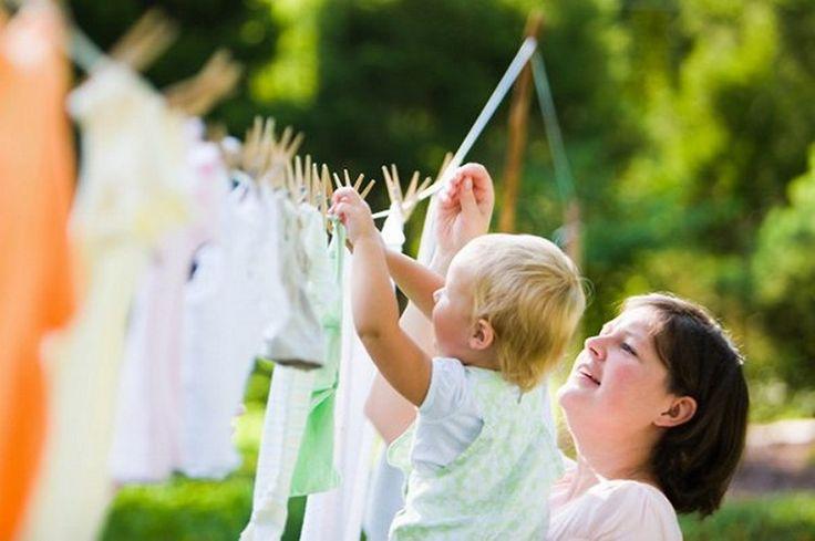 Пятна на детской одежде http://sovjen.ru/pyatna-na-detskoy-odezhde  Даже самые качественные стиральные порошки и пятновыводители не всегда справляются с загрязнениями на детской одежде. Если хотите узнать о простых и эффективных способах вывести сложные и застарелые пятна на одежде, читайте дальше. Пятна от еды Самый распространенный вид пятен, которые лучше застирывать сразу. Если время упущено, и вы по опыту уже знаете, что обычными моющими ...