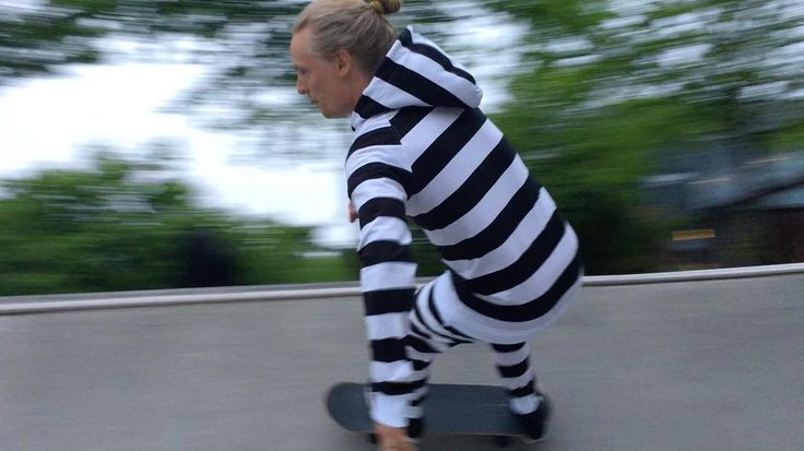 Our team athlete Björn in the bowl #dwbtoftshit #skateboard #skate #skateboarding #in4life