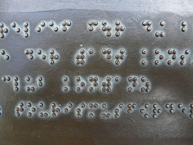Con il codice Braille si possono rappresentare le lettere dell'alfabeto, la punteggiatura, i numeri, i simboli matematici e quelli musicali.