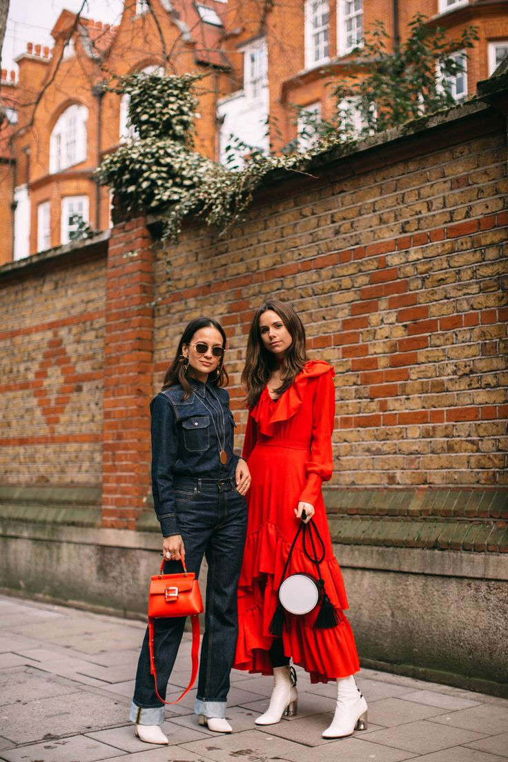 London Fashion Week Street Style Fall 2018 Day 5. All the best street style looks from London FW18 shows and fashion week. the best looks worn by fashion editors, models, influencers and more. See the latest Street Style from all the womenswear fashion shows at TheImpression.com