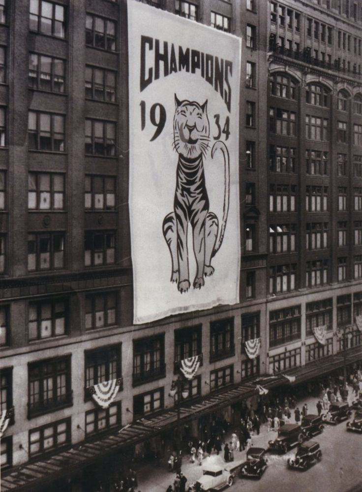 Hudson's in 1934 with a banner celebrating the Detroit Tigers' World Series appearance that season.  PHOTO FROM THE DETROIT FREE PRESS ARCHI...
