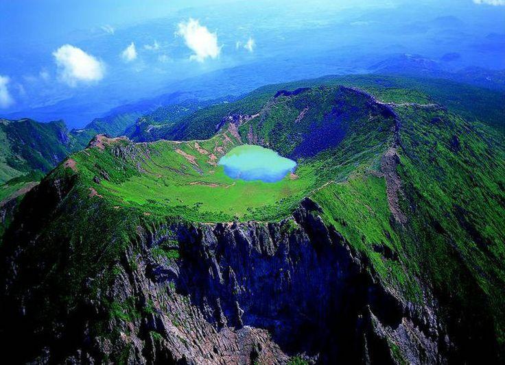 Gunung Hallasan, puncak tertinggi di Korea Selatan