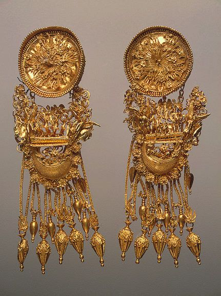 theancientworld: Earrings, 330-300 BCE, Ancient Greece The...