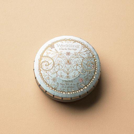 手のひらサイズのキュートな缶。中身は上品な味わいのティー・サシェ。 「ウエディング・ティー」¥840/HARNEY & SONS(ザ・サリィ 青山店)