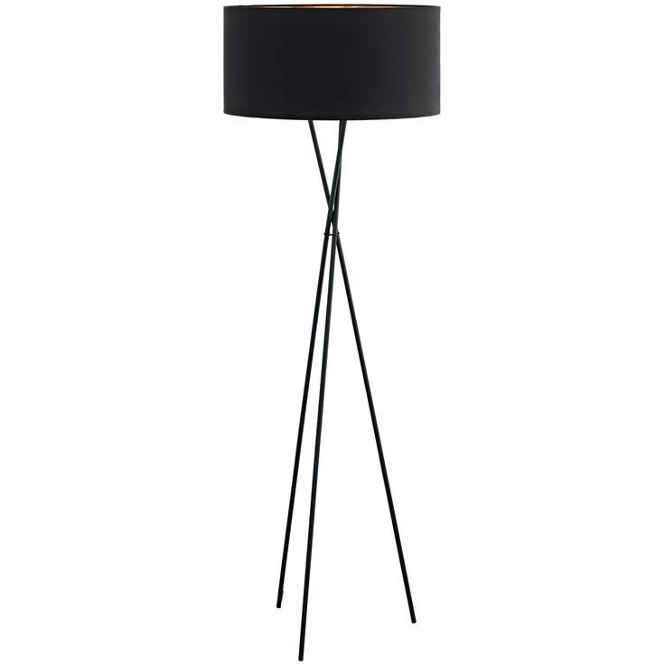 Lámpara de pie de diseño contemporáneo fabricada en acero lacado en negro y pantalla textil negra en el exterior y cobre en el interior, lo que le aporta a la luz que desprende una atmósfera cálida y relajarte. Una lámpara Urban 100% perfecta para añadir elegancia y sofisticación a tu salón.  Tiene una altura de 151,5cm y un diámetro de 51cm.