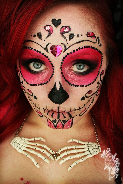 Pretty sugar skull...great necklace, too