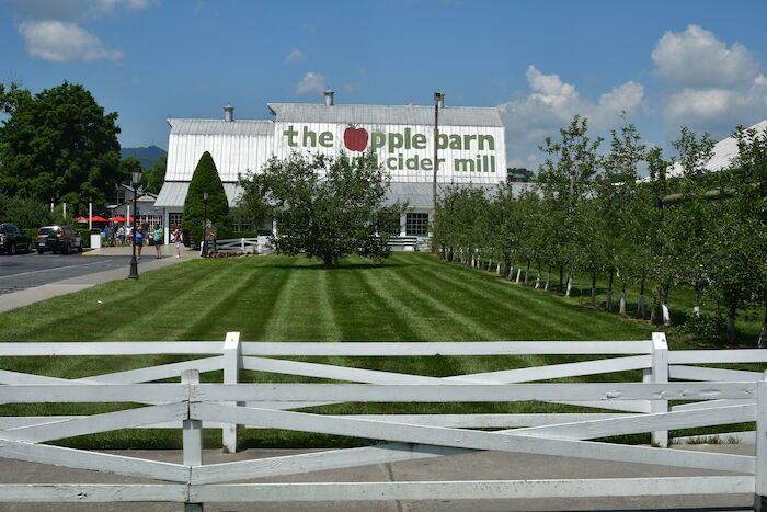 The Apple Barn in Sevierville, TN in 2020 | Sevierville ...