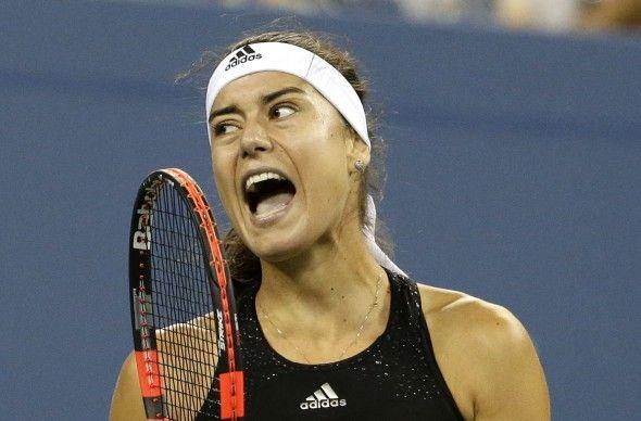 """Sorana Cîrstea (24 de ani), locul 97 în ierarhia WTA, a spus """"adio"""" turneului Australian Open, încă din primul tur. Jucătoarea din România a fost învinsă de Alexandra Panova (Rusia), poziţia 150 în topul mondial, în două seturi, 7-5, 6-0. Meciul a durat o oră şi patru minu"""